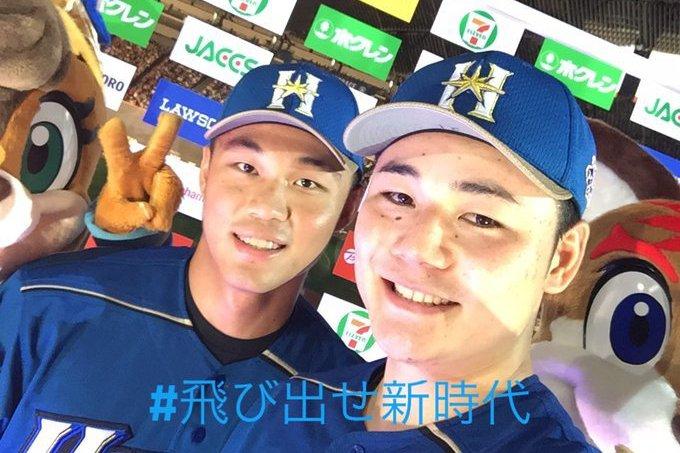 王柏融(左)與清宮幸太郎同登賽後英雄訪問。 擷圖自日本火腿隊官方推特