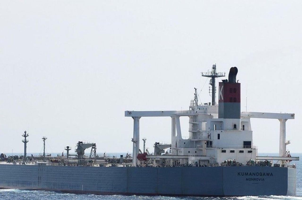 中國油輪裝載伊朗原油違反美制裁規定,竟在航向麻六甲海峽時關掉船艦訊號轉發器,換成...