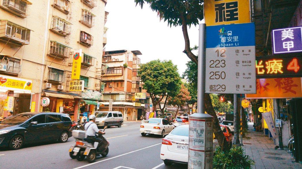 台北捷運萬大線LG03站定名為「廈安站」,周邊公車站牌也以廈安里命名。 圖/聯合...