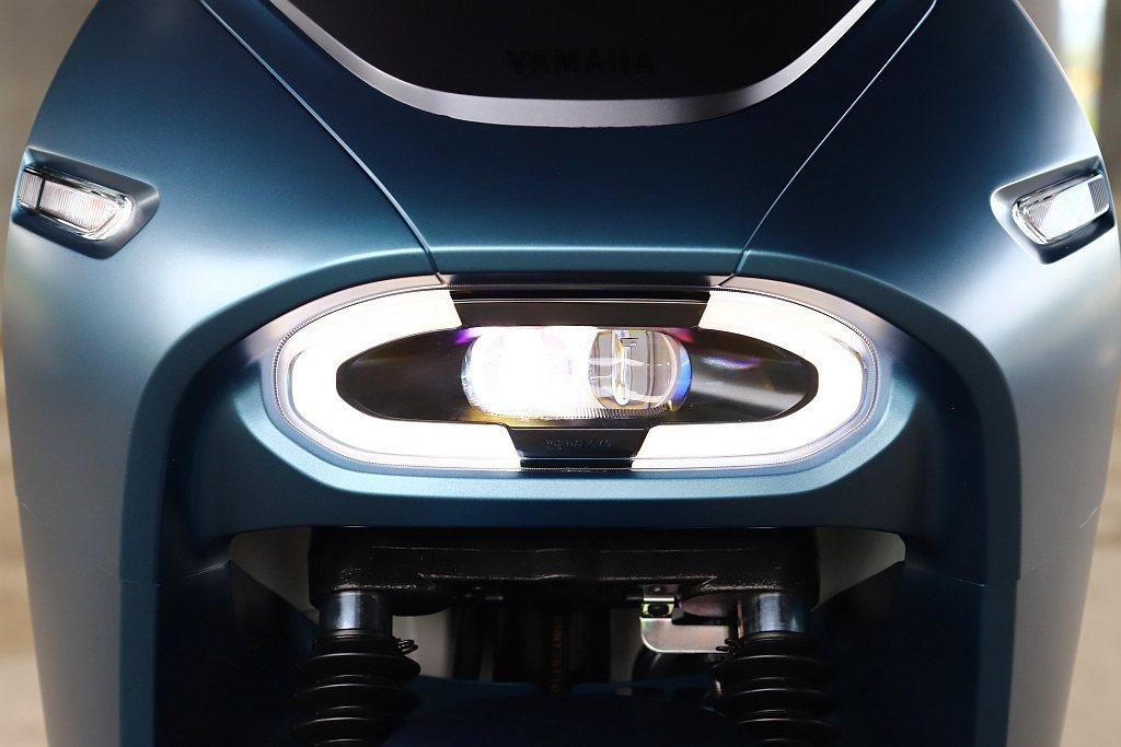 與Gogoro S2造型完全不同的LED光環式頭燈。 記者張振群/攝影