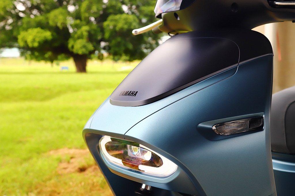 Yamaha EC-05車頭不僅更飽滿並採用內崁式LED頭燈造型設計。 記者張振...
