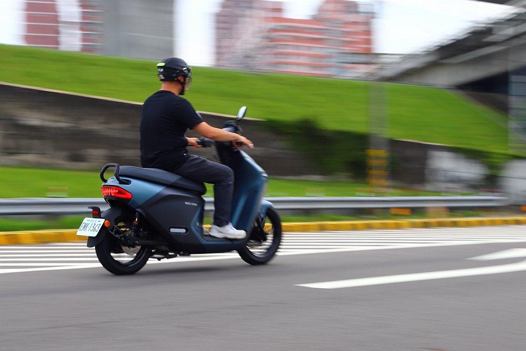 標準模式下實際騎乘的感受已經能媲美125c.c.等級動力表現,再透過方格旗競速模...