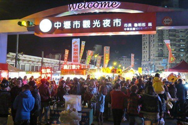 中壢觀光夜市在魯明哲議員堅持願景重建後,打造出好吃、好玩、多樣又安全的新文化。魯...