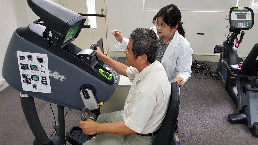 許多學員從原本沒有運動習慣轉為喜歡上運動,也有學員表示,血壓和糖化血色素數值都獲...