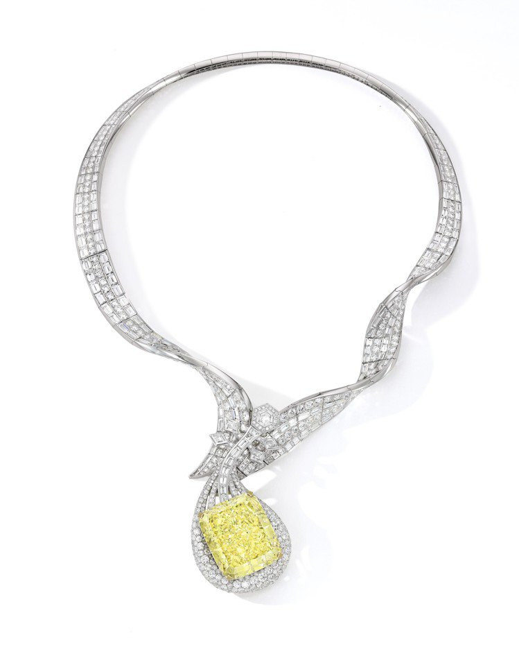 胡茵菲絲路音樂系列敦煌琵琶項鍊,鑲嵌100.02克拉濃彩黃鑽主石,估價約1.6億...