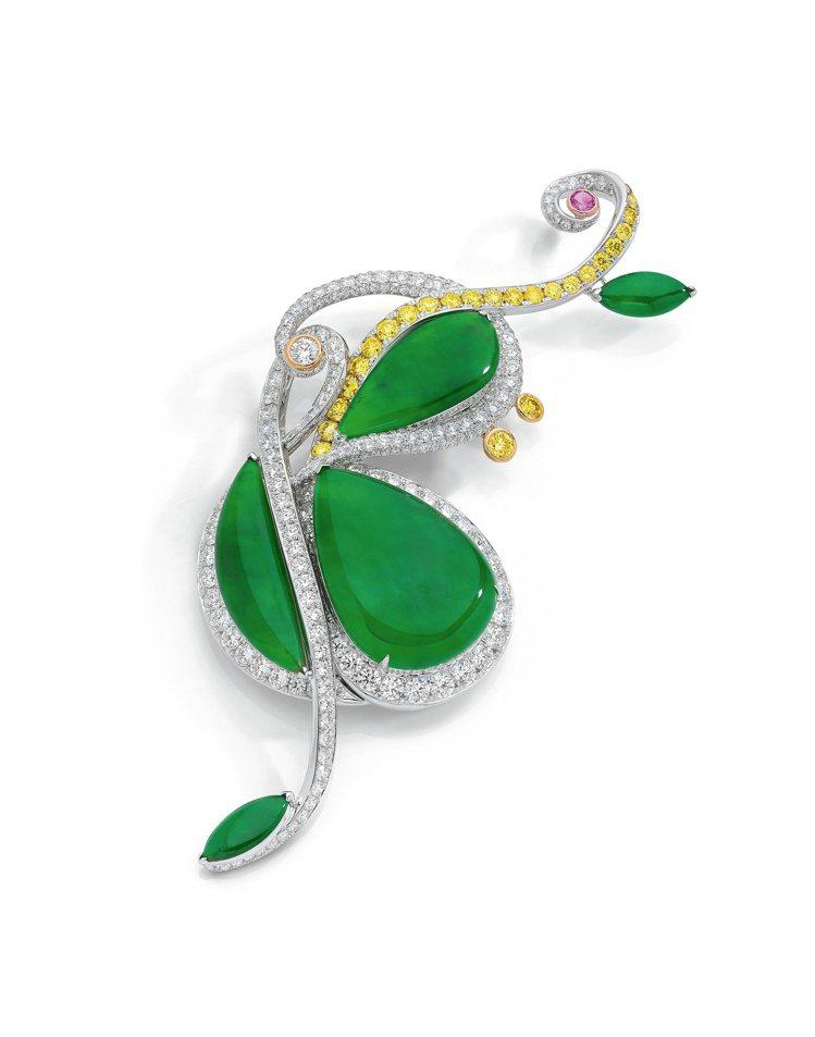 胡茵菲絲路音樂系列大提琴胸針,天然翡翠配鑽石及粉色剛玉, 估價約878萬元起。圖...