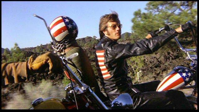彼得方達在「逍遙騎士」中的「美國隊長」皮衣也曾引起熱潮。圖/摘自imdb