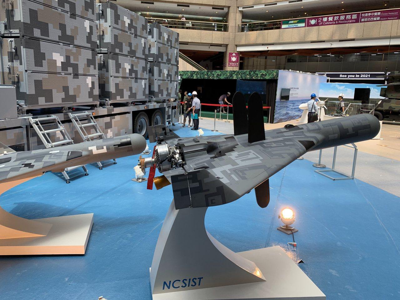 中科院在台北航太展展出劍翔攻擊無人機全系統,受到矚目。記者洪哲政/攝影