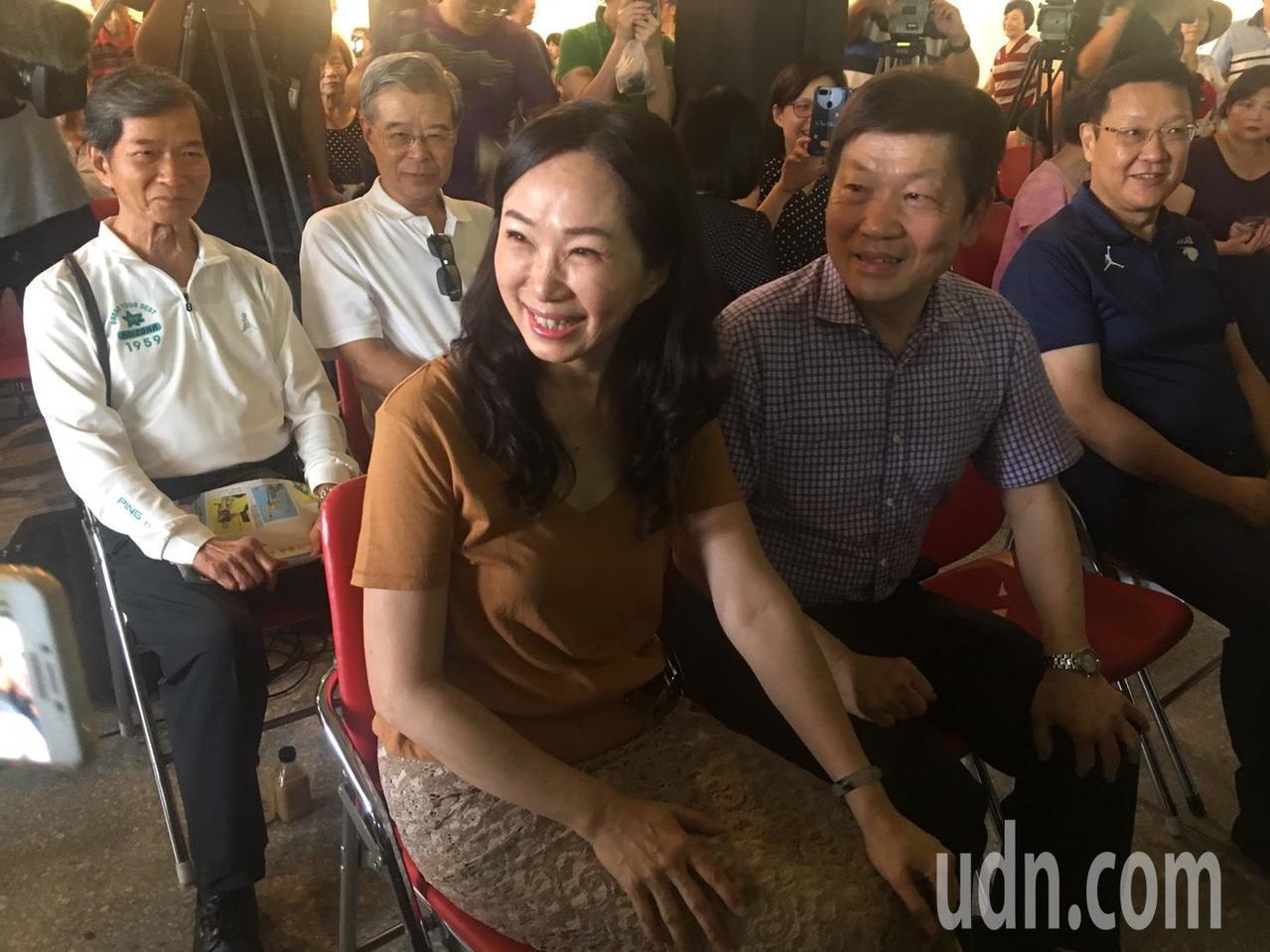 高雄市長韓國瑜夫人李佳芬(中)今天下午到台北市永康商圈參加活動。記者魏莨伊/攝影