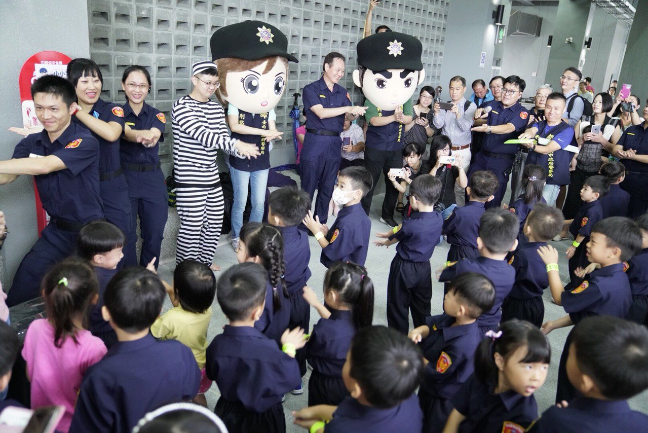 台南市警局暑期小小警察體驗營報名秒殺。圖/南市警局提供