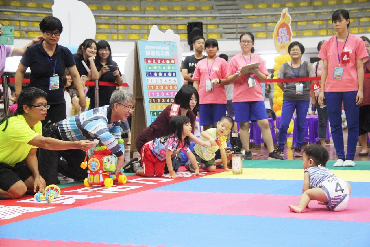 每年8月台東縣最盛大,最溫馨的「寶貝活力賽系列活動」,今天在縣立體育館熱鬧登場,...
