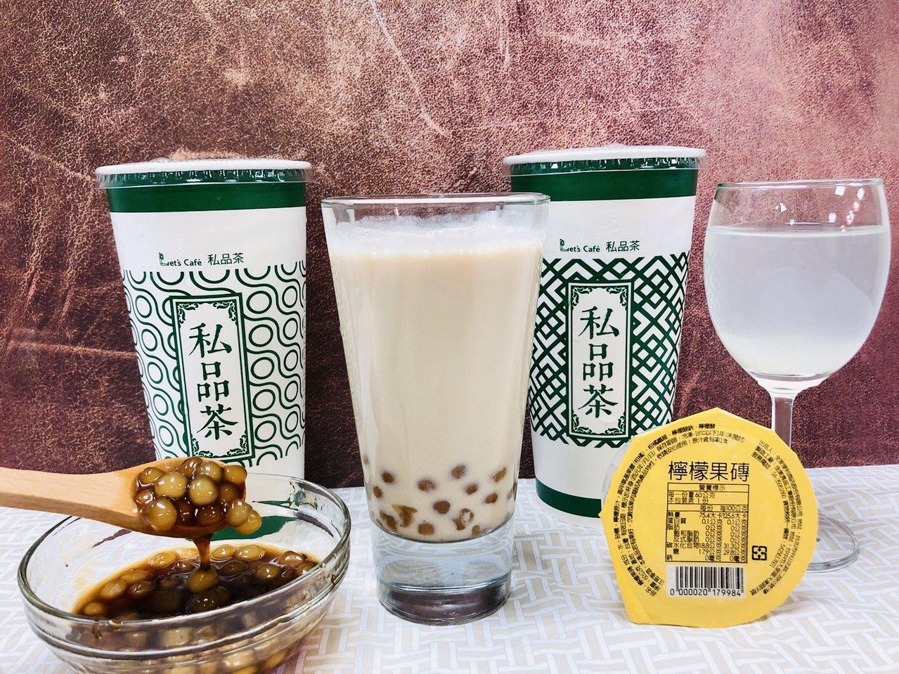 全家便利商店Let's Cafe私品茶新推出「焦糖珍珠Q奶」及「夏日檸檬飲」。圖...