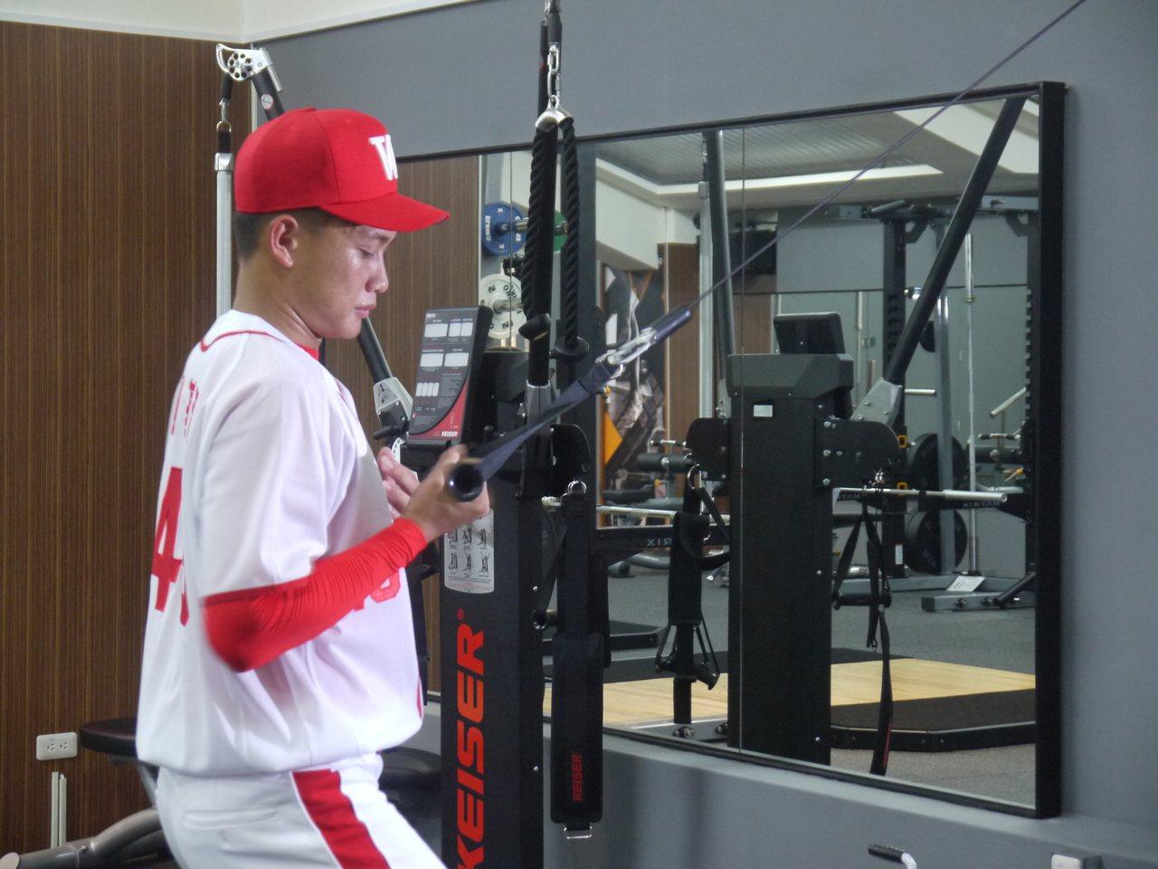 劉基鴻做重量訓練。記者吳敏欣/攝影
