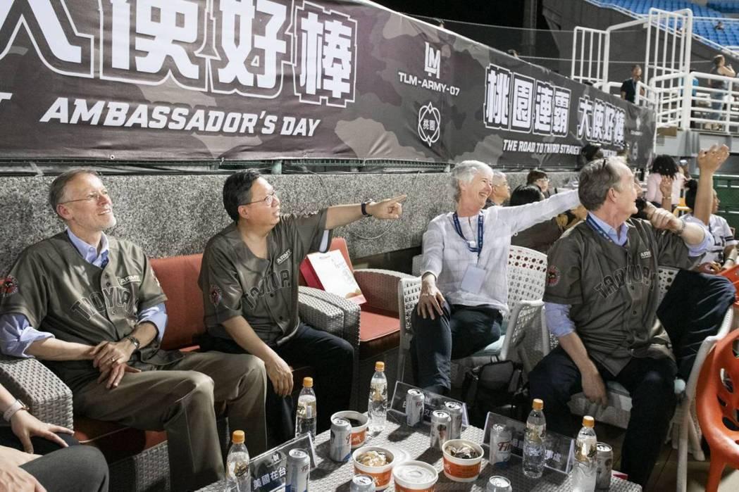 桃園市政府秘書處昨邀請美國、日本、歐洲、東南亞等23國家駐台大使、代表齊聚桃園將...
