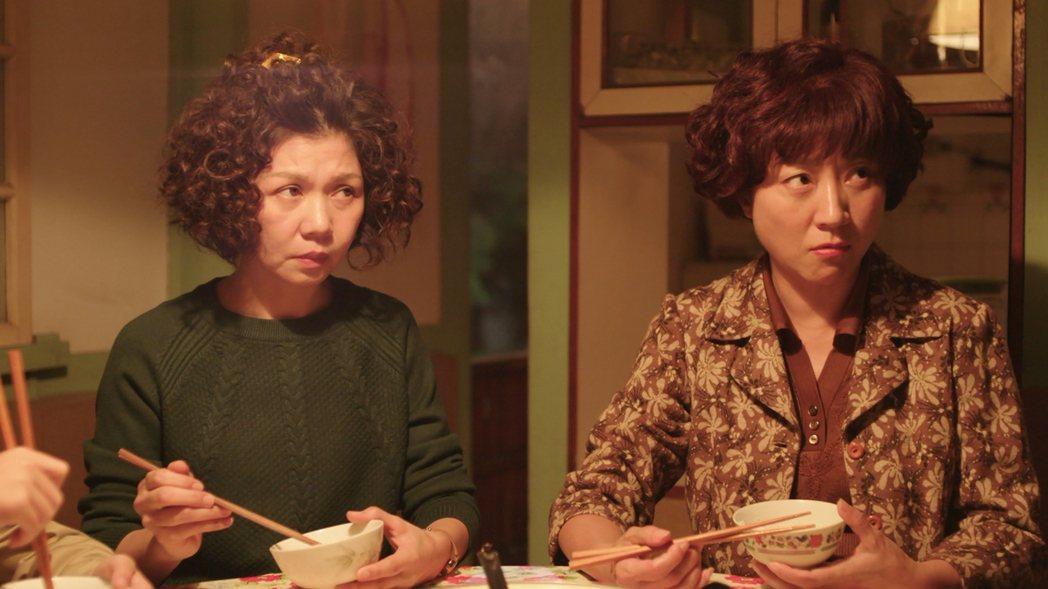 楊麗音、于子育在「俗女養成記」戲中婆媳較勁。圖/華視提供