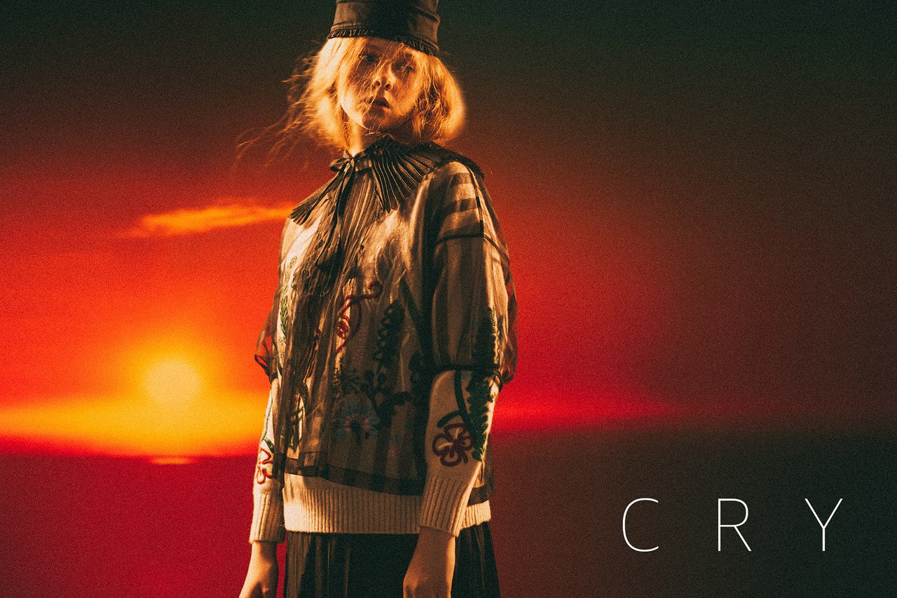 葉珈伶副牌CRY秋冬系列,以輕紗、蕾絲和硬挺西裝布變幻出柔中帶剛的韻味。圖/CR...