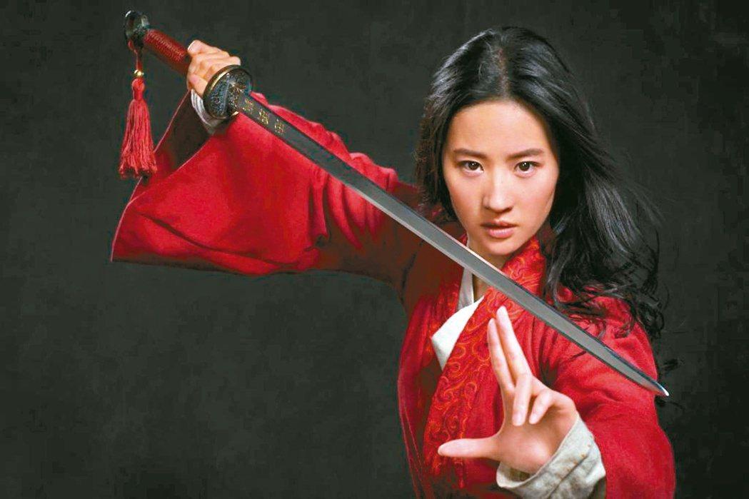 劉亦菲在社群網站上表態支持香港警察,引來網友抵制她所主演的迪士尼新片「花木蘭」。