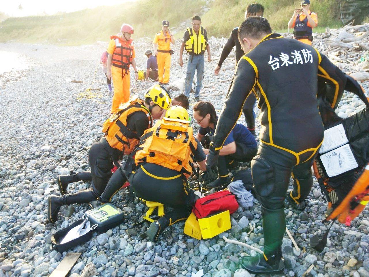 24歲台南市蘇姓志願役士兵今天下午在都蘭海岸浮潛戲水,意外溺斃。圖/台東縣消防局...