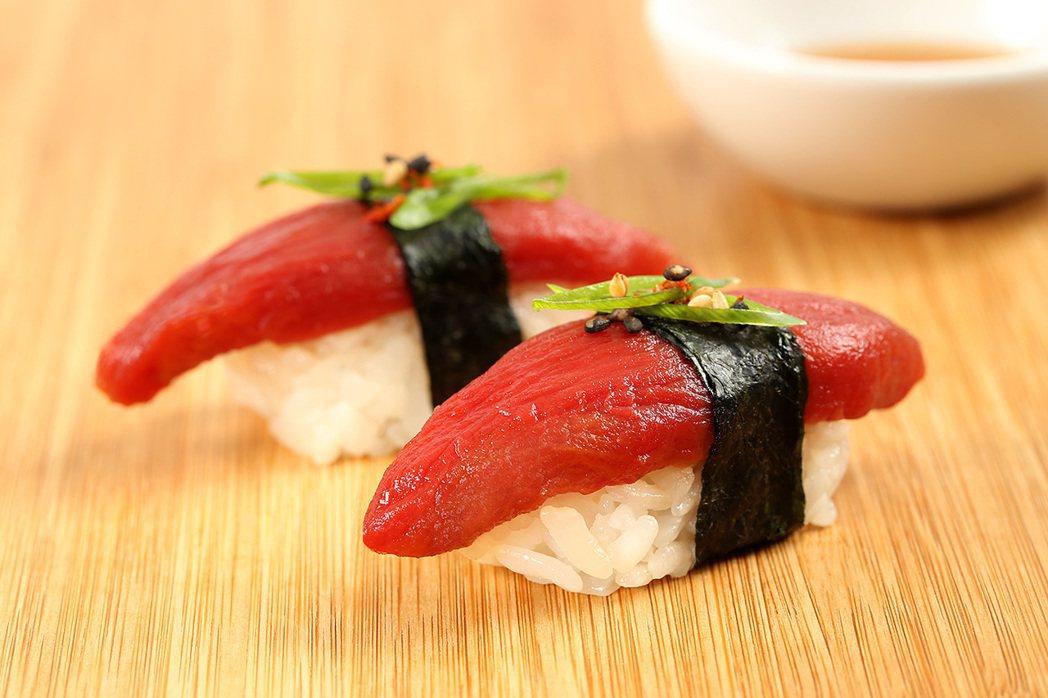 Ocean Hugger以番茄製作鮪魚生魚片。圖片擷取自Ocean Hugger...