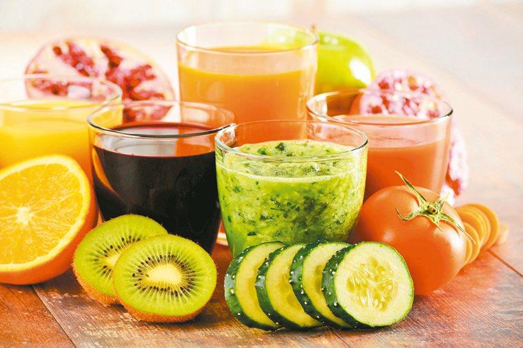 水果雖然天然健康,但對於三高族群和某些慢性病患來說,有些水果吃多了可能是禍不是福...