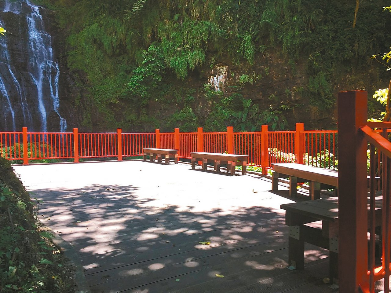 因步道落石封4年,礁溪五峰旗風景區最上層瀑布區,下月1日重新開放。 圖/宜蘭縣政...