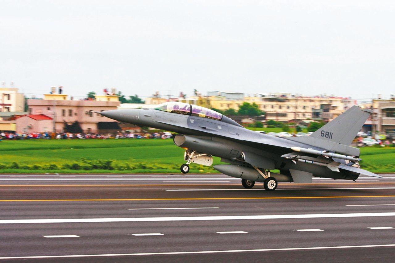 我國向美採購66架F-16V,川普政府送國會審查。圖為改良後F-16V。 圖/聯...