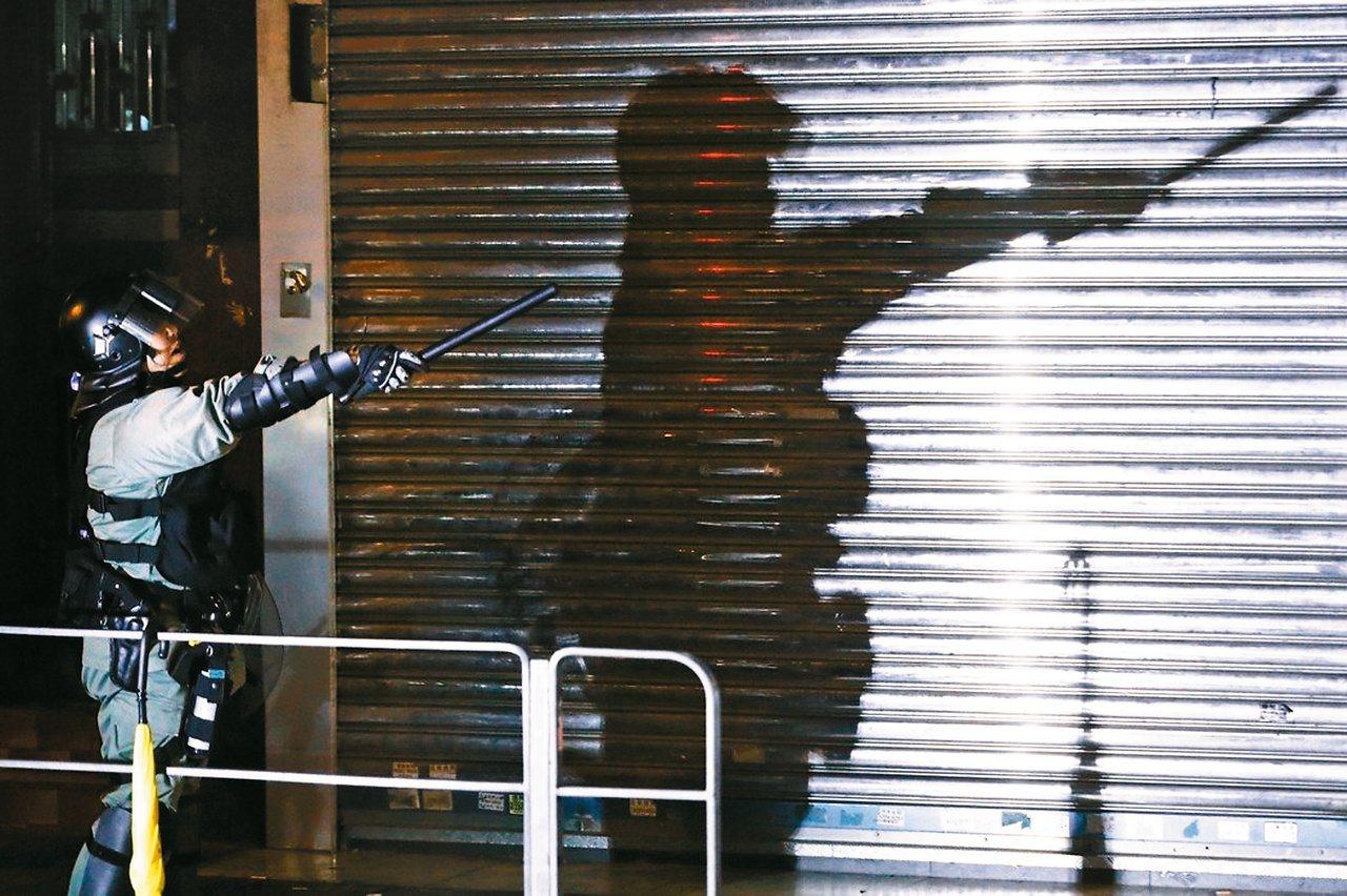 香港由「逃犯條例修訂」掀起的群眾運動已延續了兩個多月,不只沒有平息跡象,還愈演愈...