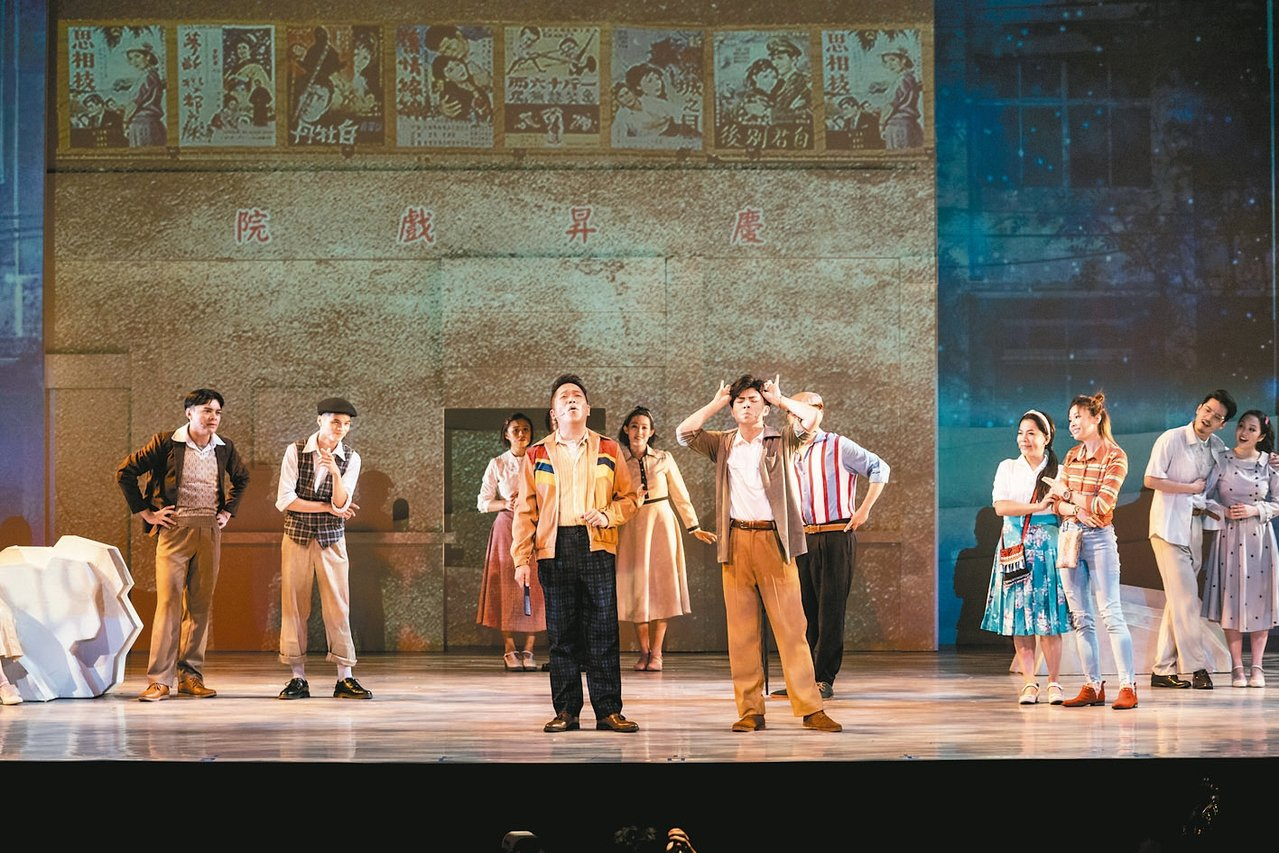 「綠島小夜曲」以穿越劇的形式,帶民眾重返1960年代的台灣。 圖/果陀劇場提供