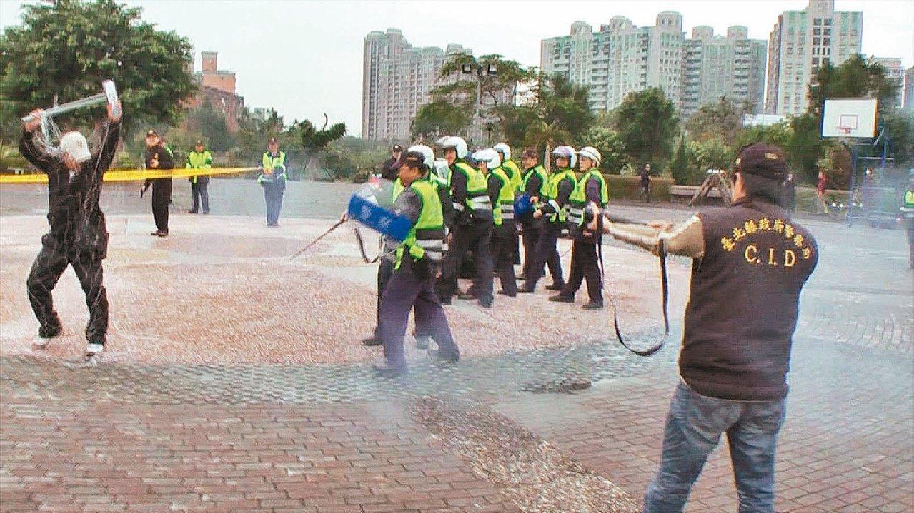 新北市三峽警分局舉行「快速打擊特警部隊」演習。 圖/聯合報系資料照片