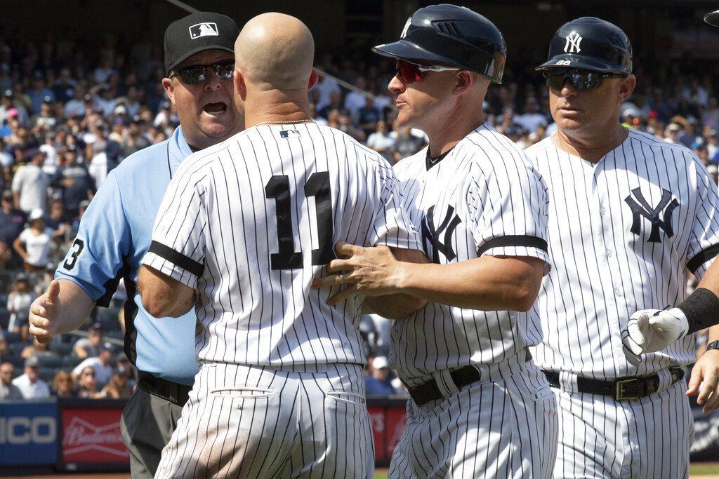 這次裁判沒認錯人,賈納因拿球棒敲擊板凳區天花板的動作被趕出場 美聯社