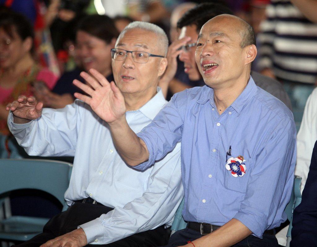 高雄市長韓國瑜與國民黨主席吳敦義,兩人昨天臨時決定今晚在台北會面。圖為日前兩人到...