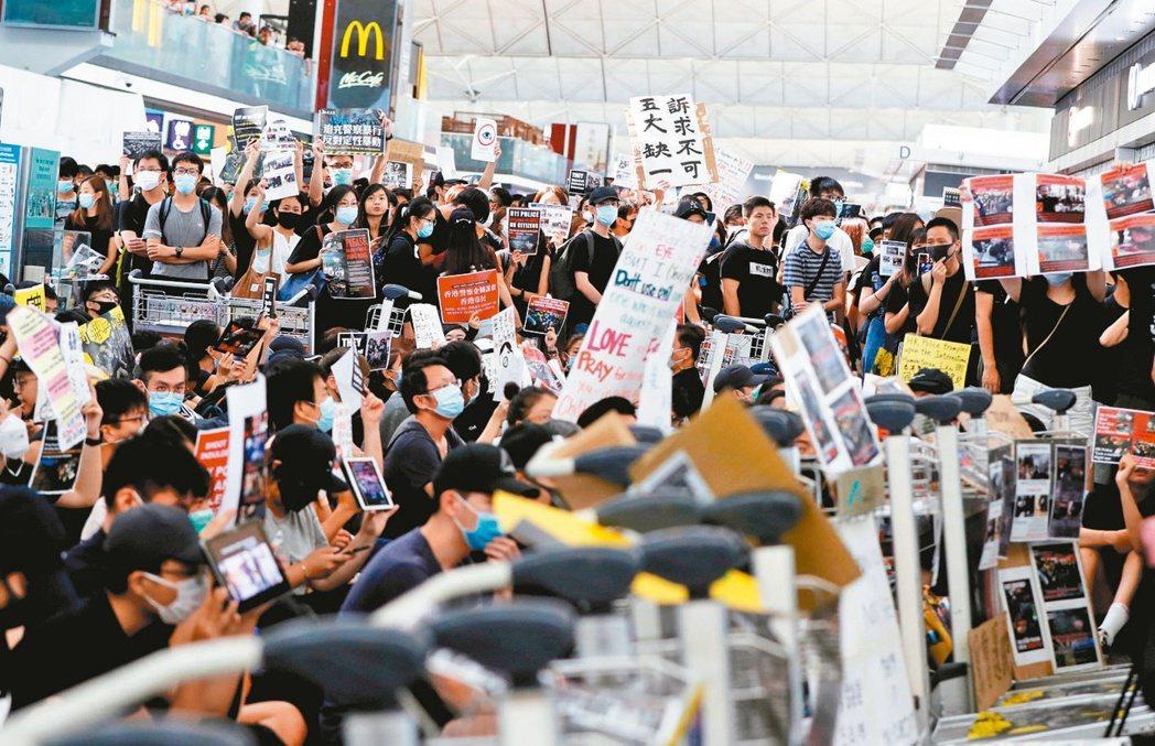 香港機場日前因「反送中」抗爭連續癱瘓。 (路透)