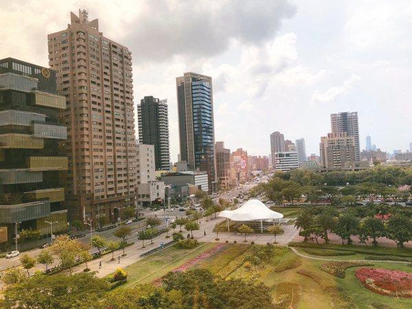 高雄鳳山、三民、楠梓等地區低單價、小坪數住宅受歡迎。 記者林政鋒/攝影