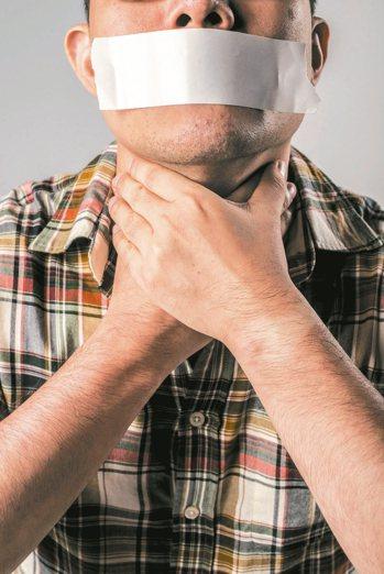 牙齦、耳下接連脖子處出現紅腫、膿包而疼痛,民眾常誤以為是火氣大或睡眠不足,但可能...