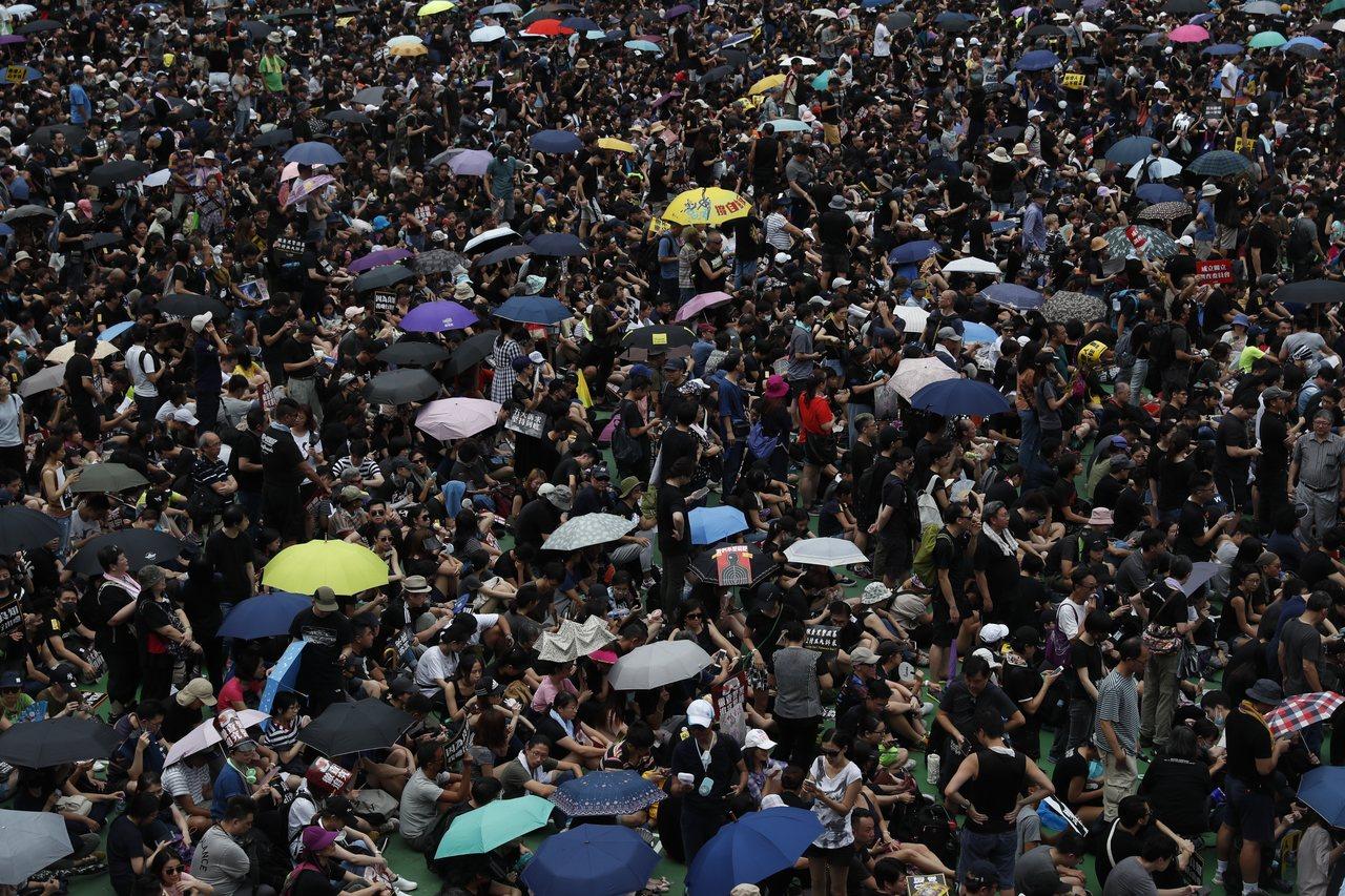 香港「反送中」民眾持續抗議。 歐新社