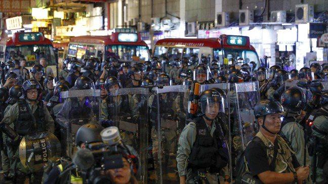 香港6月爆發「反送中」示威活動,至今仍無平息跡象,投資人想問的是:香港情況會變得...