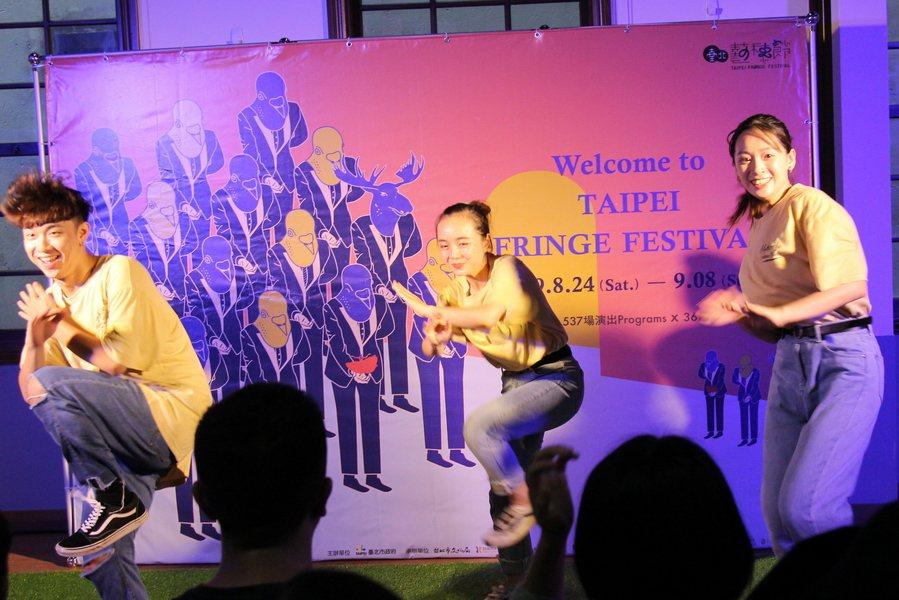 飛馬舞蹈劇場《原生罪》,肢體演出舞者親身的成長掙扎。(photo by祝潤霖/台...