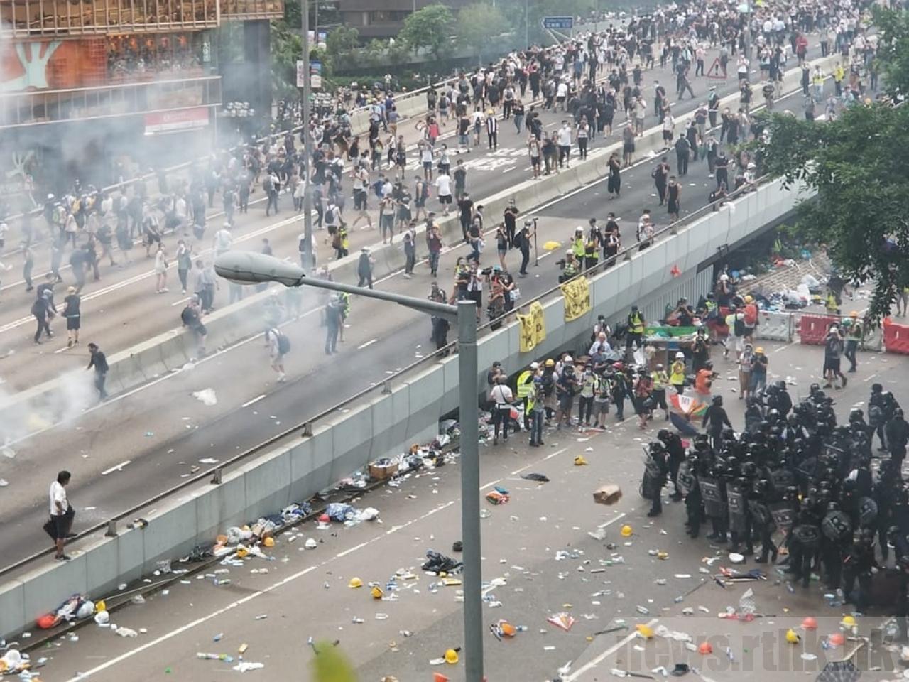 香港政務司長張建宗表示,要解決香港當前的問題,一切暴力行為必須立即停止。取自香港...