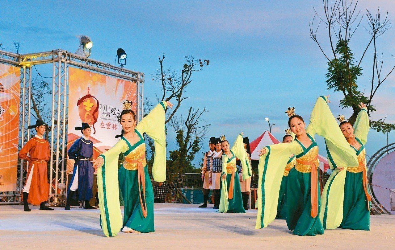 蔦松高中以舞蹈、音樂、美術3種古典藝術為主要學校教學特色,受到國內外家長肯定。圖...