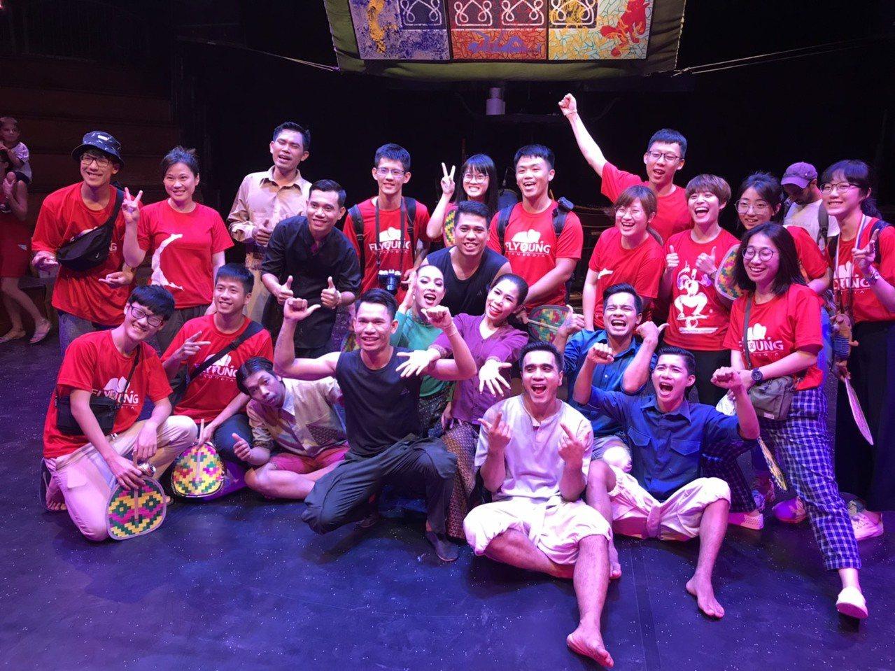 台北醫學大學飛洋國際服務團生,也到堪稱柬埔寨「太陽馬戲團」的Phare Circ...
