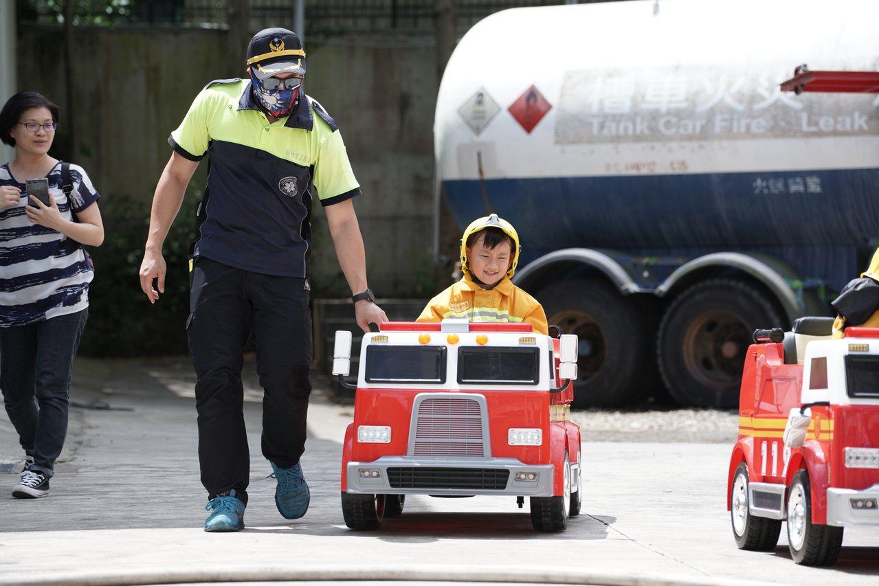 新竹市「消防小萌將」活動今在新竹市消防教育訓練基地萌萌登場。圖/消防局提供