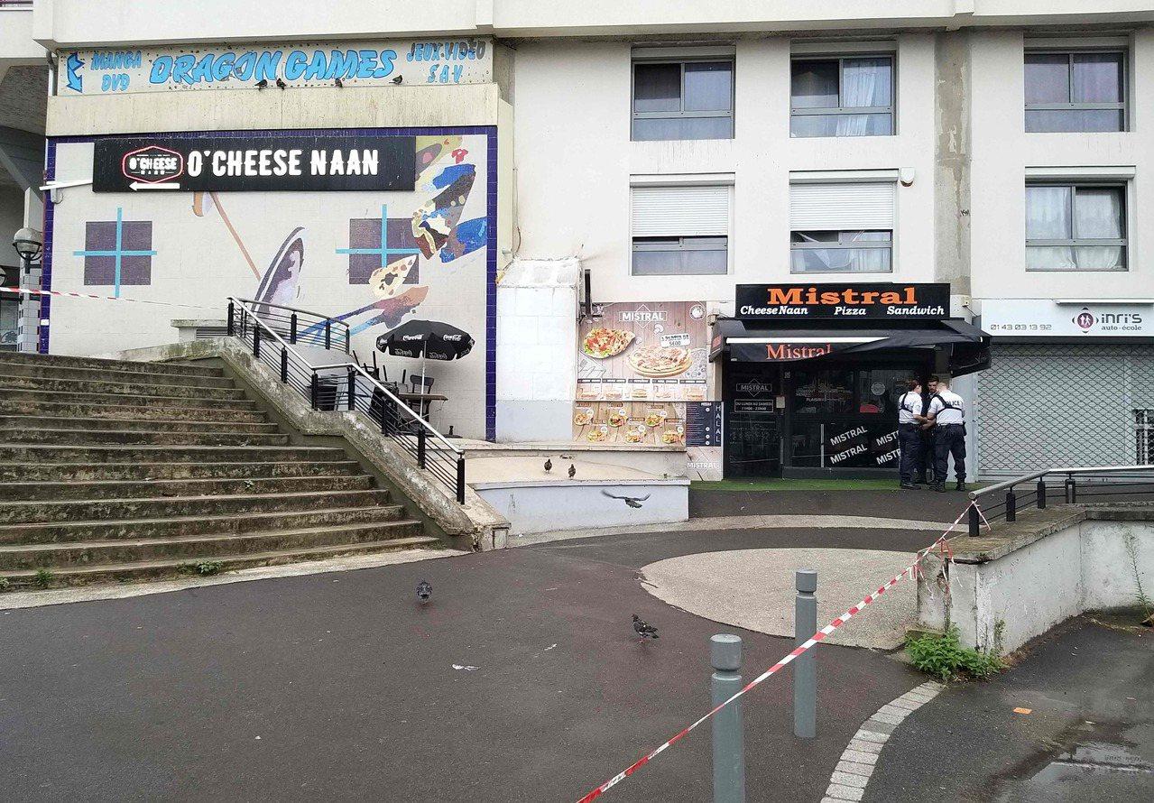法國巴黎東郊一家快餐店的侍者遭槍擊喪生,行凶顧客據說是等三明治等太久,火大發飆開...