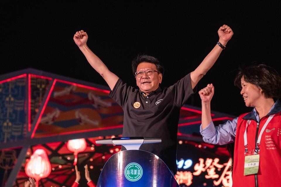屏東縣長潘孟安,出生於屏東縣車城鄉,今年台灣燈會表現亮眼,也獲遠見雜誌五星縣長肯...