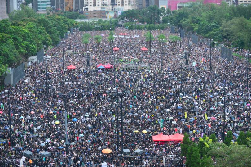 今天下午民陣舉行的維多利亞公園集會,人山人海。(星島網)