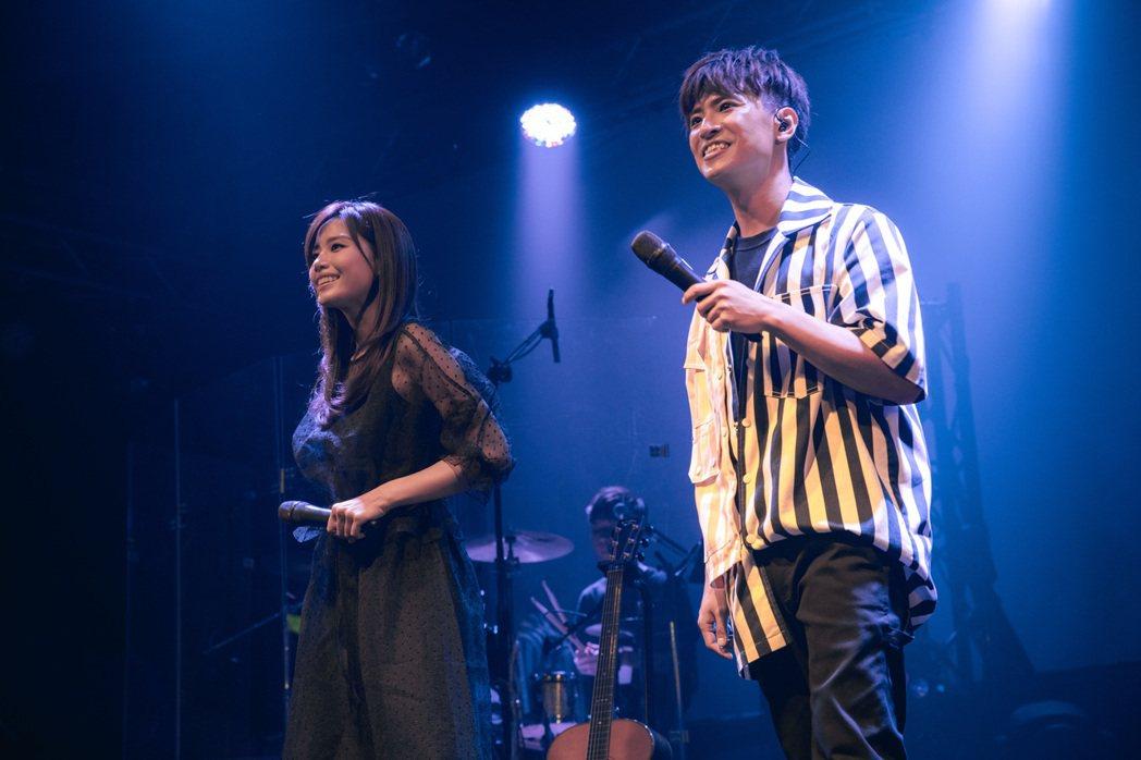 廖文強(右)跟吳汶芳合作帶來精采演出。圖/寬宏藝術、何樂音樂提供