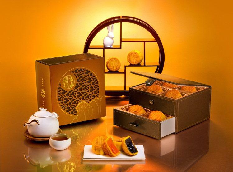 經典流心雙輝月餅,售價1,280元。圖/皇玥餅藝提供
