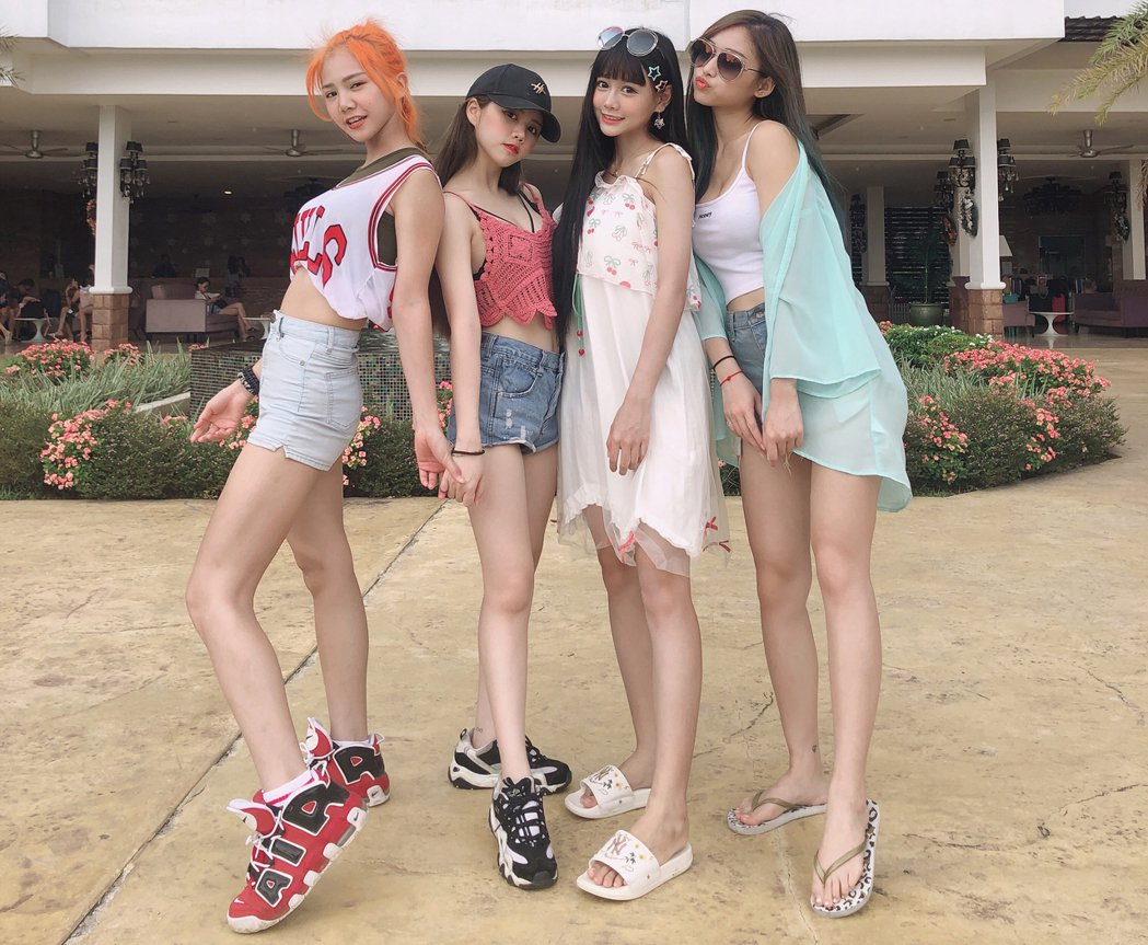 女團「AMOi-AMOi」成員少琦(左起)、May、依渟、Stella。圖/摘自...
