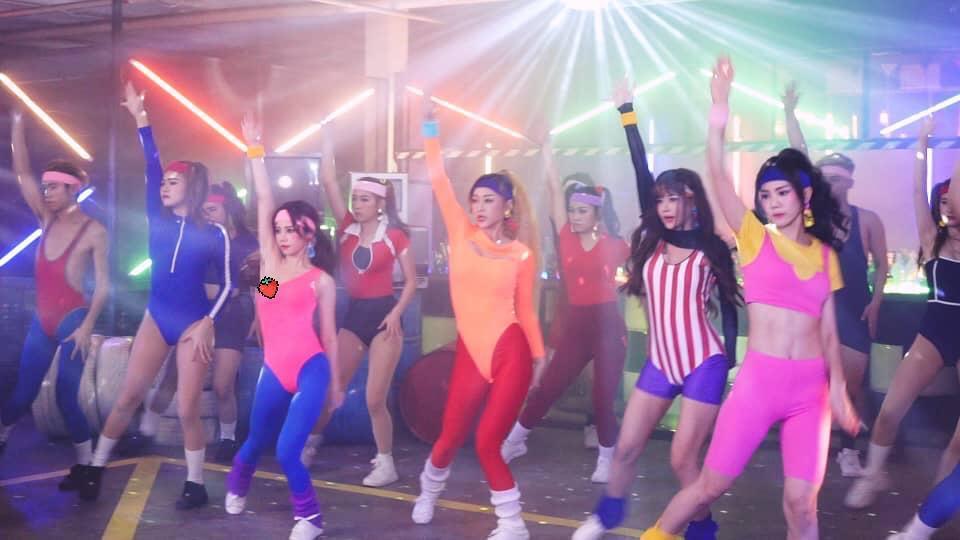 女團「AMOi-AMOi」成員May在MV不慎露點。圖/讀者提供