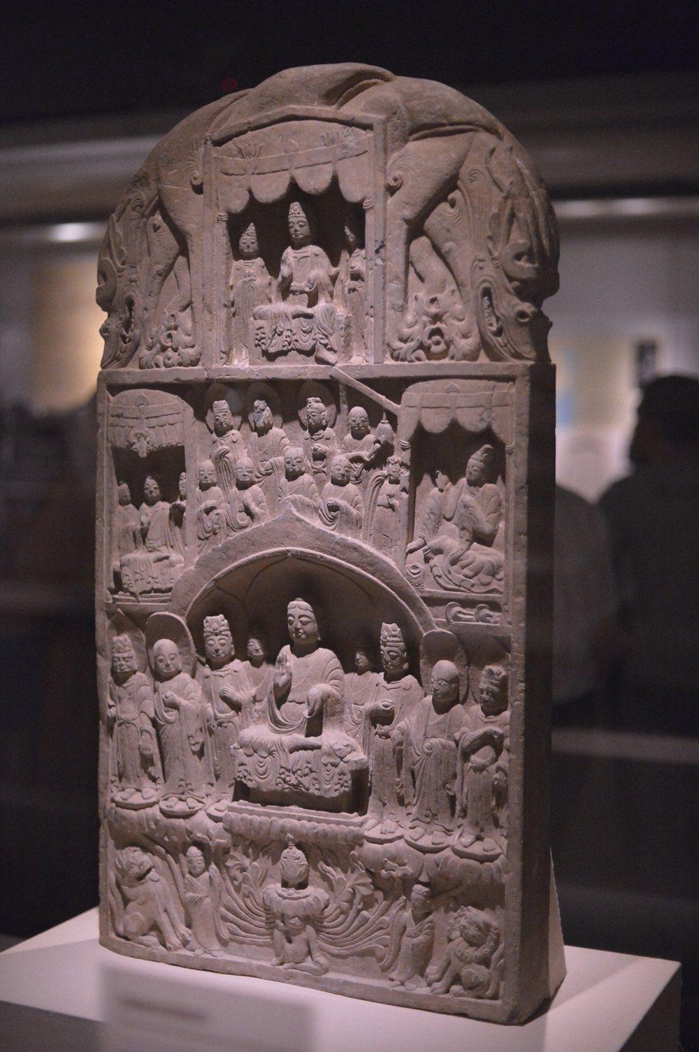 「河南佛教藝術展」展品之一,北齊「張噉鬼造像碑」。圖/佛光山提供