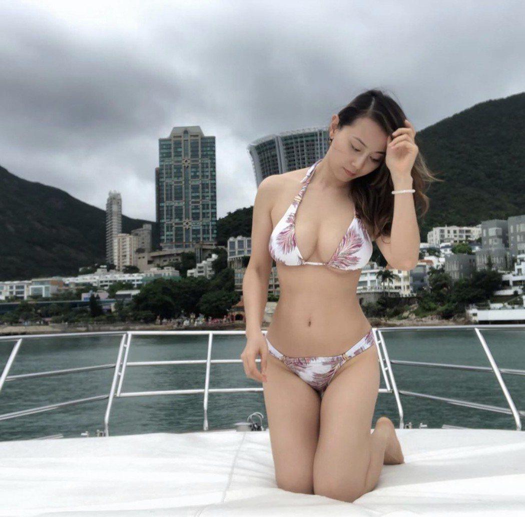 袁嘉敏自曝9年單身,曬比基尼渾圓辣乳卻苦無人追。圖/摘自IG